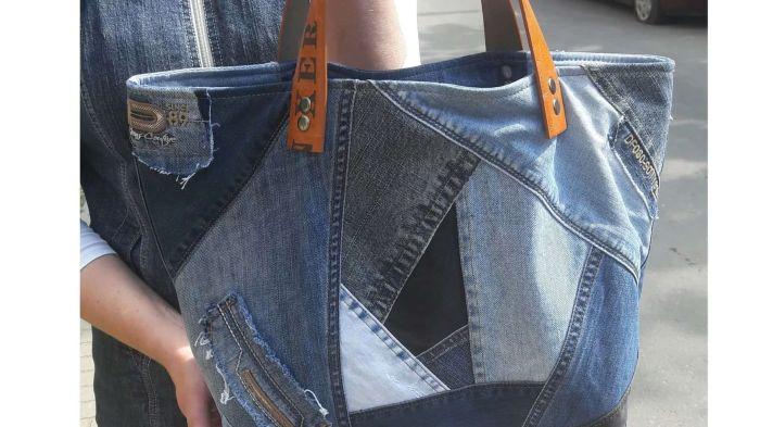 Сумка из джинсовой ткани пригодится для оригинального повседневного образа или похода в магазин. /Фото: i.pinimg.com