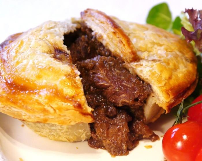 Самый дорогой в мире пирог с говядиной 1990 у.е. за кусочек. /Фото: avatars.mds.yandex.net