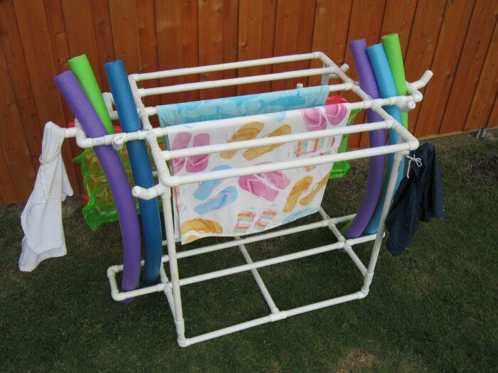 Не обязательно покупать сушилку для одежды в магазине, ее вполне можно сделать своими руками. /Фото: i.pinimg.com