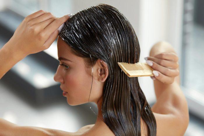В домашних условиях можно с легкостью приготовить эффективную маску для волос. /Фото: cancerbackup.org