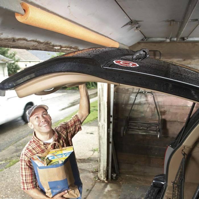 Нудлс на потолке выступит защитным «буфером». /Фото: familyhandyman.com