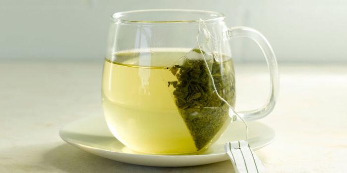 Компресс из зеленого чая увлажняет сухие губы. /Фото: bpc.h-cdn.co