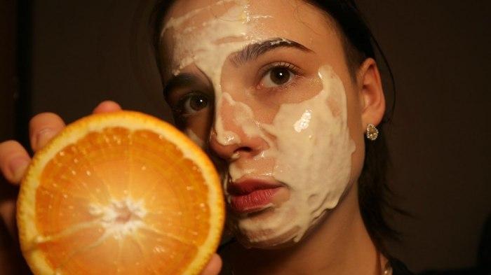 Цитрусовая маска – это просто. /Фото: i.ytimg.com