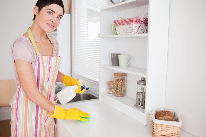 Выбирая чистящее средство, придерживайтесь рекомендаций производителя мебели./Фото: amazinggracehomecare.org