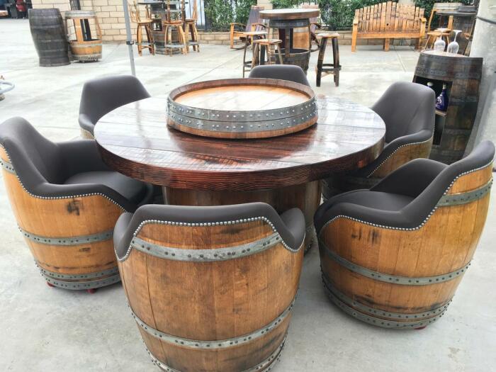 Из бочек получаются необычные кресла. /Фото: i.etsystatic.com