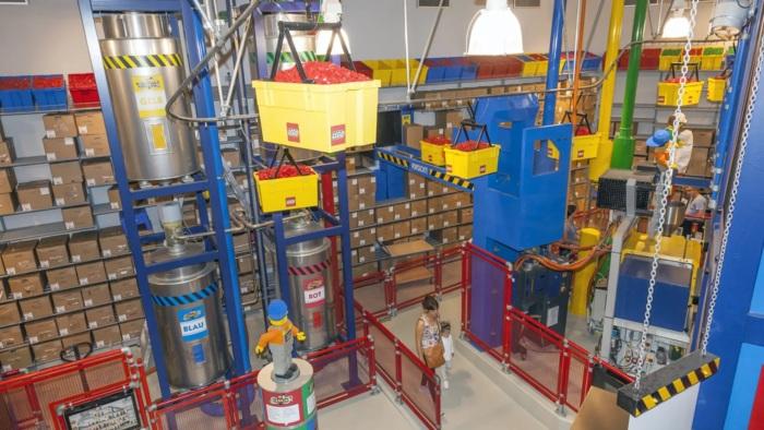 Попасть на фабрику LEGO очень нелегко. /Фото: ucarecdn.com