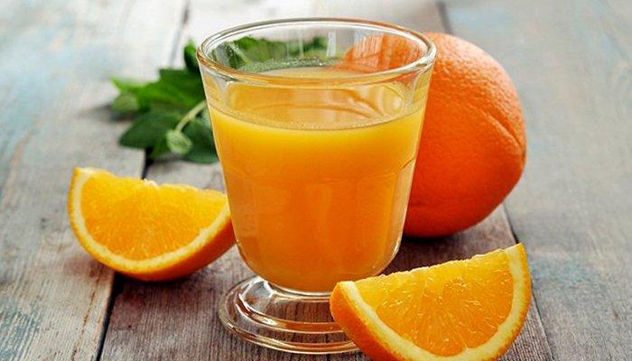 Апельсиновый сок — опасный товарищ на полках магазина. /Фото: recept.ua