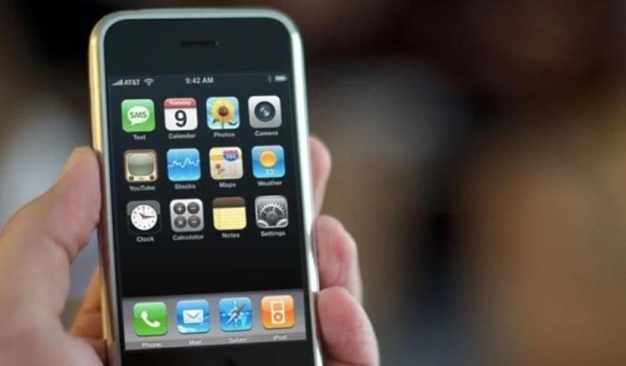 Первый Iphone произвел немалый фурор на рынке техники. /Фото: znaj.ua
