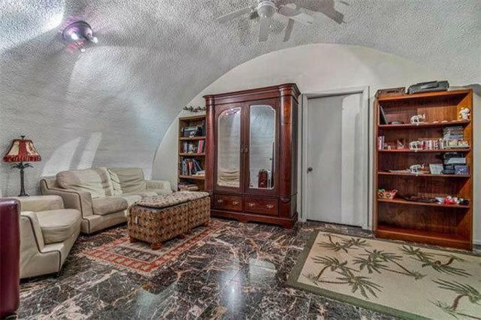 В такой комнате можно отдохнуть от ярких красок. /Фото: photo-1-baomoi.zadn.vn