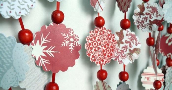 Дополнительный декор в виде бусин сделает гирлянду интереснее. /Фото: handmadebase.com