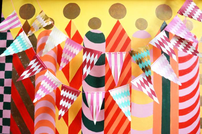 Если проявить немного фантазии и потратить больше времени, то гирлянда получится интереснее. /Фото: papermatrix.files.wordpress.com