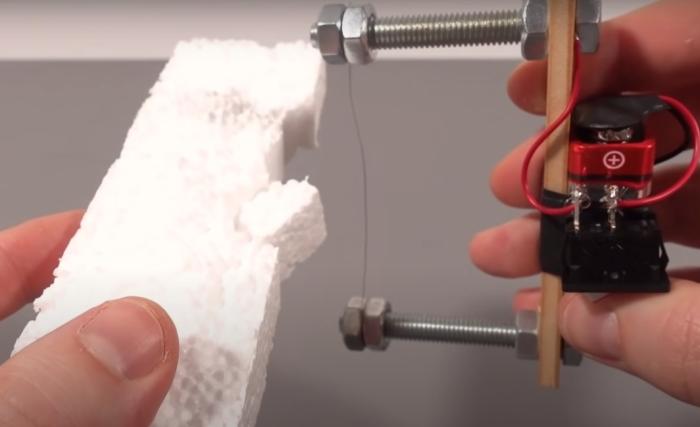С помощью такого компактного резака вполне можно резать пенопласт, как масло. /Фото: youtube.com