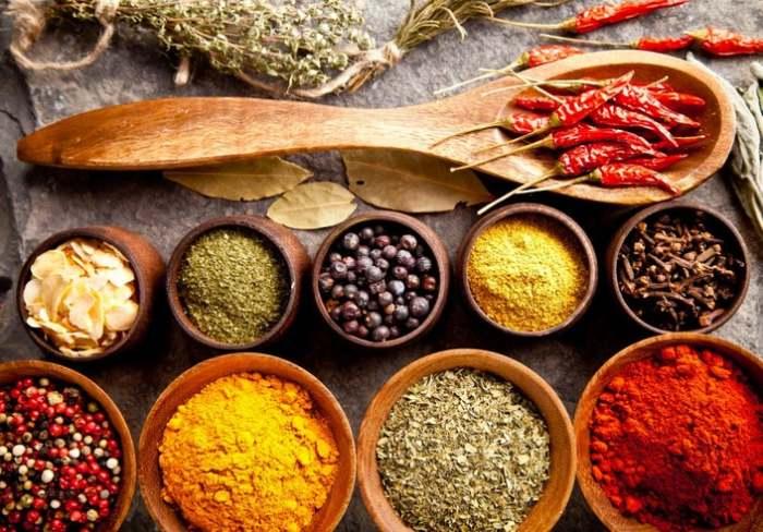 Приправы хорошо заменяют соль, придавая блюдам оригинальный вкус. /Фото: patch.com