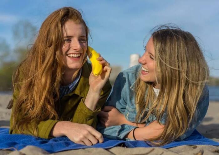 Забавный коммуникатор легко спутать с настоящим бананом. /Фото: i1.read01.com