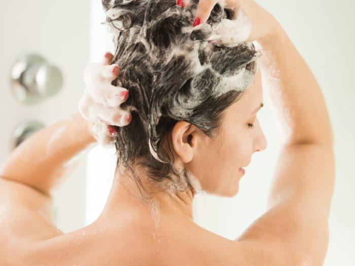 Мыть голову рекомендуется не чаще 2-3 раз в неделю. /Фото: conteudo.imguol.com.br