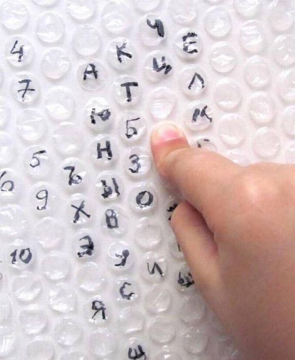 Пузырчатая пленка поможет сделать процесс обучения более увлекательным. /Фото: i.pinimg.com