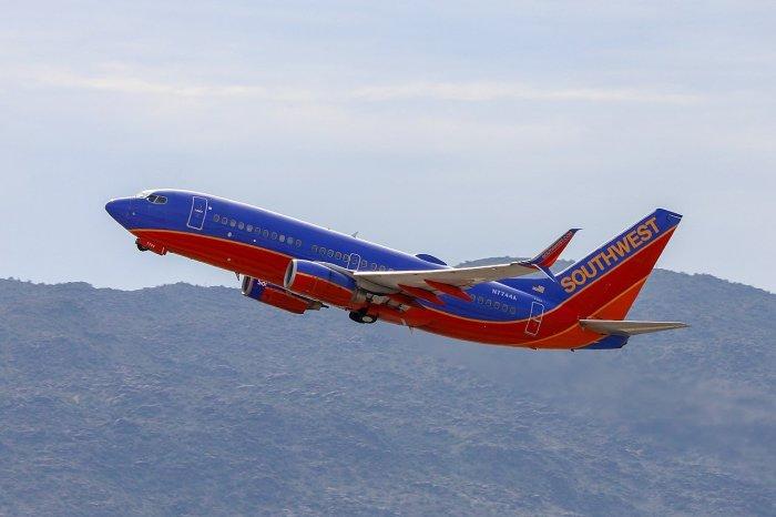 Турнир по армрестлингу стал очень удачной рекламой для авиакомпании. /Фото: magellantimes.com