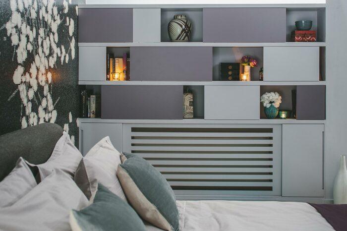Если не присматриваться, то сначала даже сложно заметить, что тут спрятан радиатор. /Фото: emmagreendesign.com