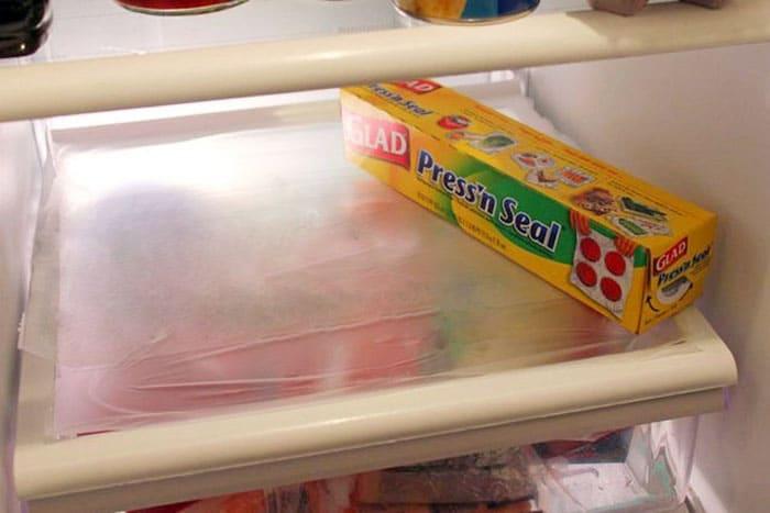 Зачем регулярно мыть холодильник, если можно сделать все намного проще? /Фото: polsov.com