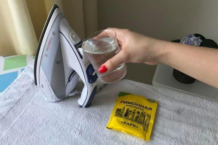 Лимонная кислота отлично справляется с накипью и другими внутренними загрязнениями утюга. /Фото: massaget.kz