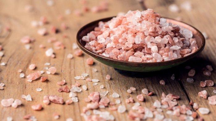 Розовая соль не только выглядит красиво, но и приносит пользу организму. /Фото: 24tv.ua