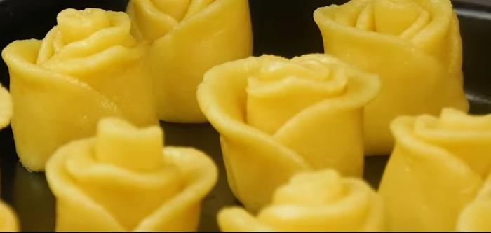 Печенье в виде розочки смотрится красиво и делается очень просто.