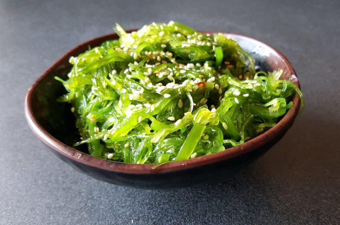 Ламинария придает блюдам оригинальный морской привкус. /Фото: asiabowl.com
