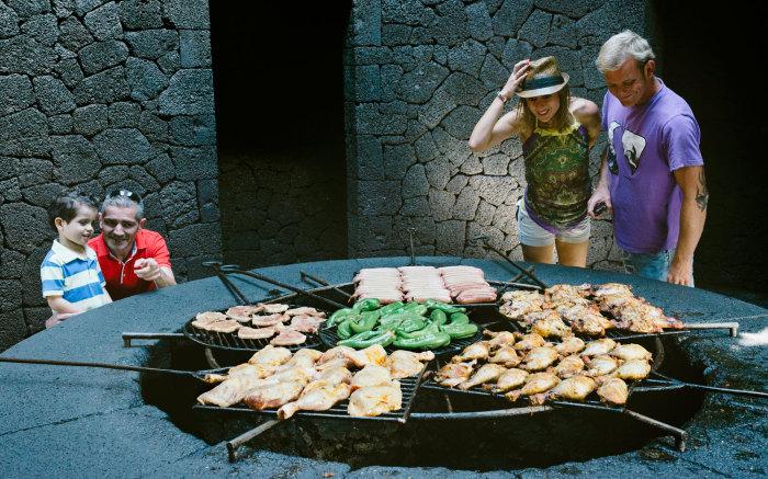 «Вулканические» стейки и красивейшие виды никого не оставят равнодушными. /Фото: imagesvc.meredithcorp.io