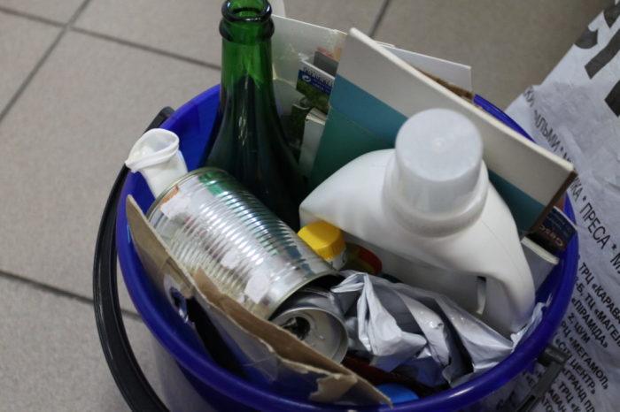 Зачастую от помойного ведра плохо пахнет не самим мусором. /Фото: nowaste.com.ua