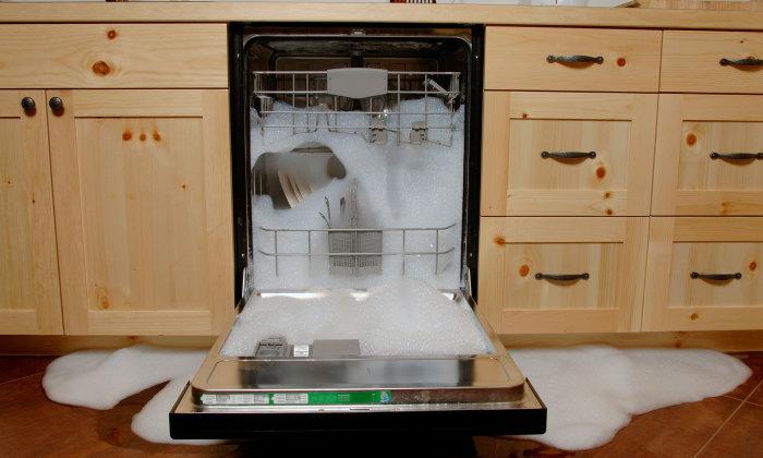 Из-за мыла посудомойка может сломаться. /Фото: cdn-image.myrecipes.com