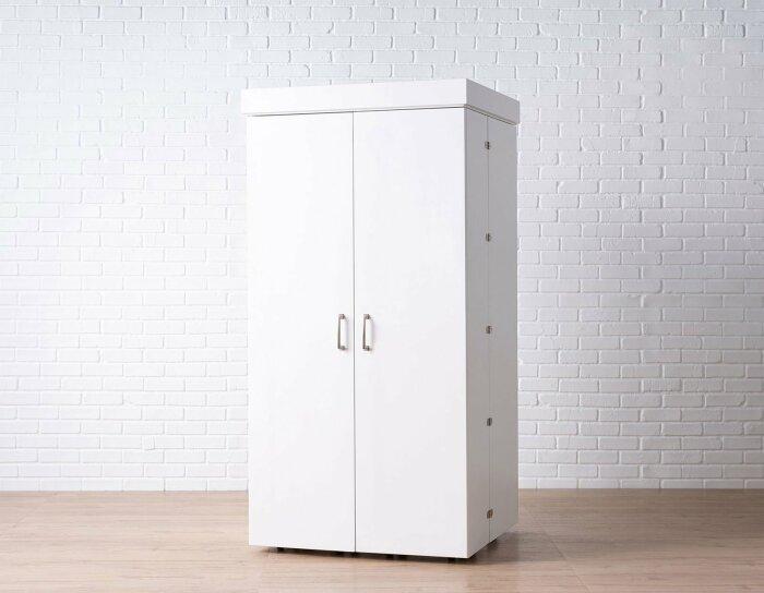 Этот, на первый взгляд, обычный шкаф – мечта любой рукодельницы. /Фото: cdn.shopify.com
