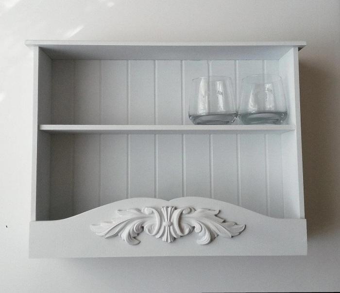 Небольшие, закрытые с краев полочки для посуды. /Фото: images.ua.prom.st