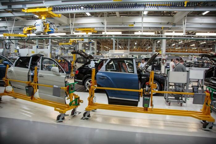 Интересно наблюдать как Бентли собирается практически вручную. /Фото: motorverso.com
