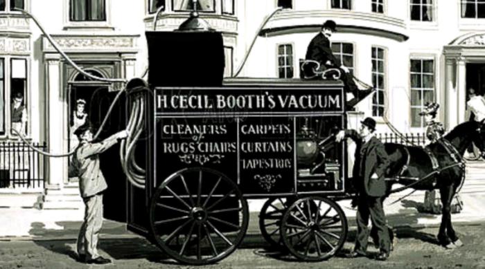 Первые пылесосы были таких размеров, что их перевозили от дома к дому с помощью лошадей, а затем автомобилей. /Фото: blogflickr.com