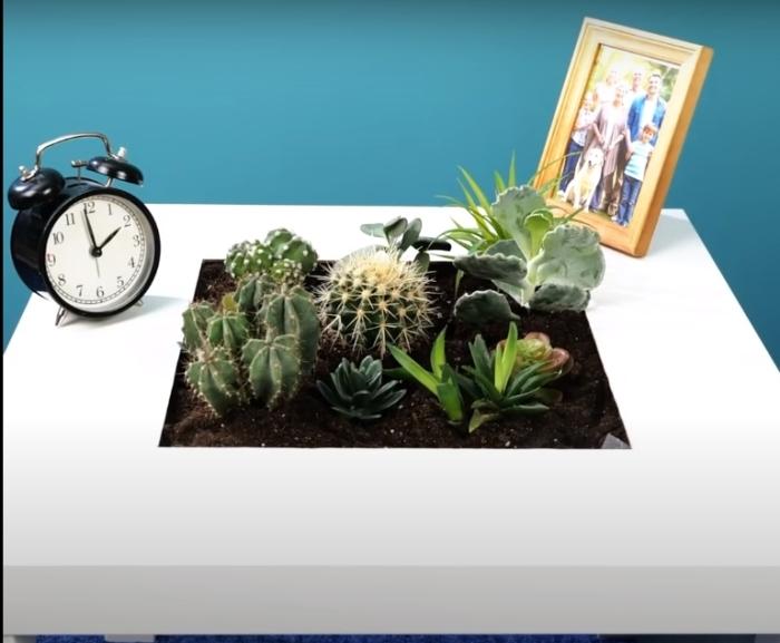 Удивительно красивый и необычный столик для спальни или гостиной. /Фото: youtube.com