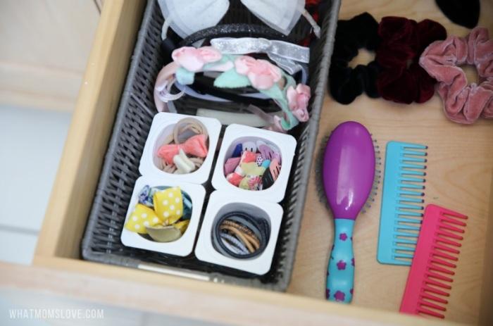Стаканчики из-под йогурта удобны для хранения мелочей. /Фото: cdn.whatmomslove.com