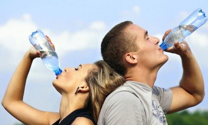 Вода не спасет умирающие клетки кожи. /Фото: cdn.lifehack.org