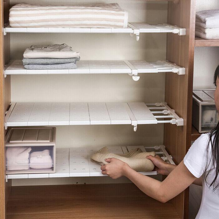 Раздвижные полки – мобильный и практичный вариант для изменения планировки шкафа. /Фото: i.ebayimg.com