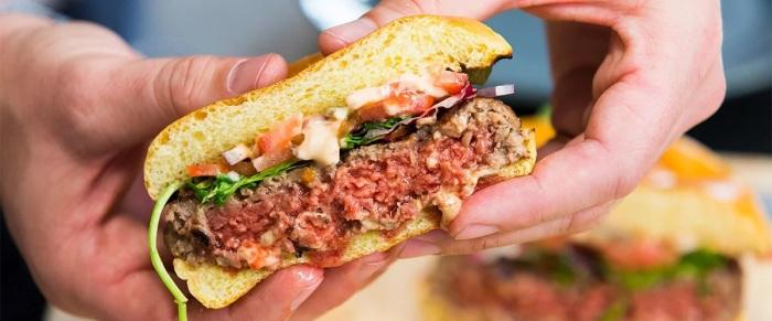 С «Невозможным бургером» стать вегетарианцем сможет даже убежденный мясоед. /Фото: hivelife.com