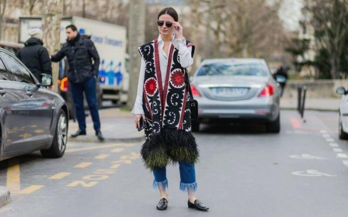 Жилеты с яркими принтами или этническими мотивами — для смелых и уверенных модниц. /Фото: paticua.com