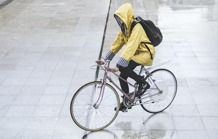 «Умное» колесо превращает обычный велосипед в электрический. /Фото: treehugger.com