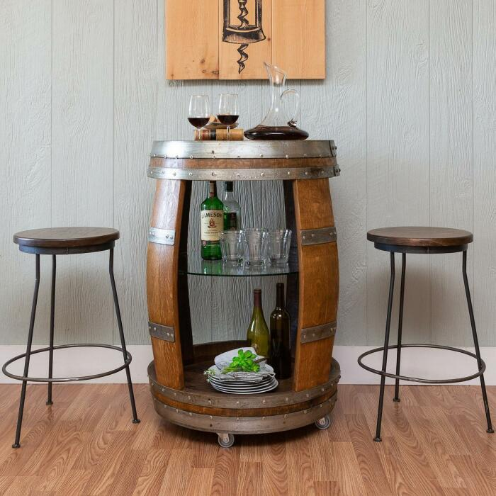 С колесиками барный столик легко перемещается. /Фото: i8.amplience.net