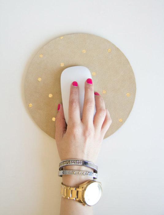Такой необычный предмет обстановки можно с легкостью выполнить самостоятельно. /Фото: cdn.diys.com