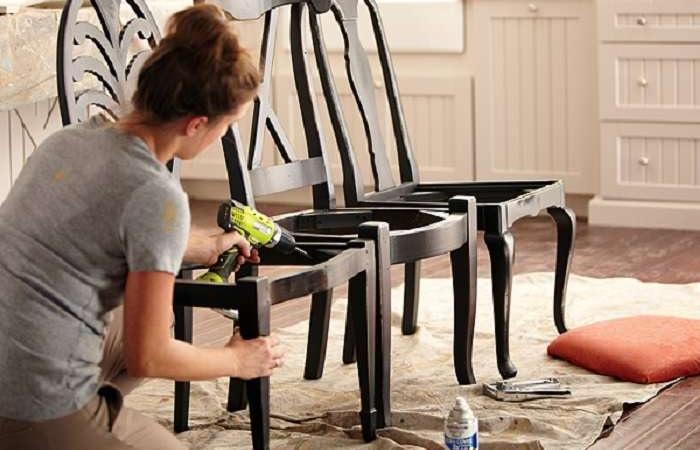 Реставрация стульев своими руками может оказаться не только полезным, но и увлекательным занятием. /Фото: sneznoe.com