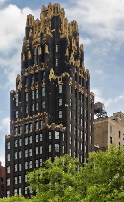 Нью-Йоркский небоскреб American Radiator Building в стиле ар деко. /Фото: upload.wikimedia.org