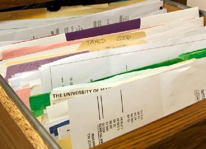 Инструкции по эксплуатации — один из важных документов при передаче прав собственности. /Фото: thumbs.dreamstime.com