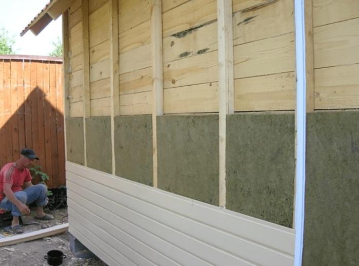 Не только вид, но и правильно подобранная толщина утеплителя имеет ключевое значение. /Фото: mahagoni.com.ua