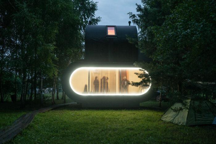 «Штаб» – одна из построек гостевого комплекса. /Фото: static.tildacdn.com