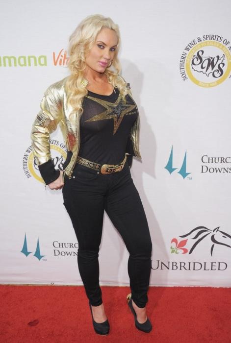 Узкие джинсы явно не для Коко Остин. /Фото: pictures.stylebistro.com