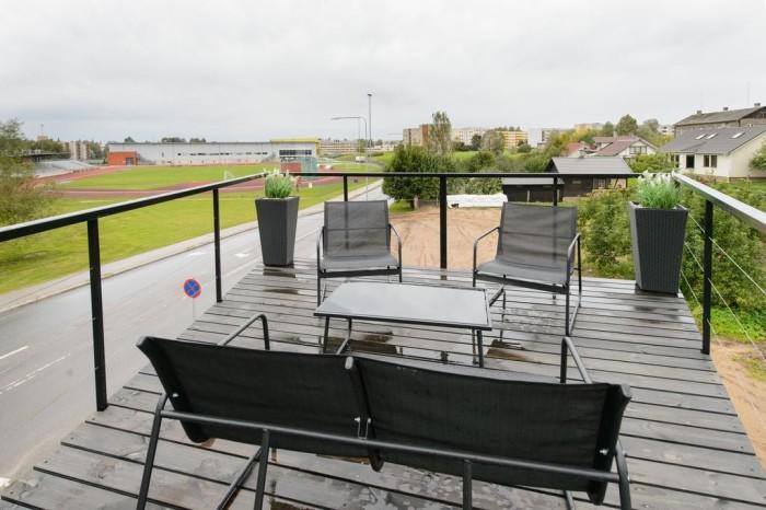 Отдых на террасе внесет свою изюминку в размеренную жизнь в отеле. /Фото: cdn2.ettoday.net